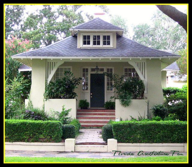 Do they even make homes like this anymore? Ahhhhh, I want this.  bungalow with  gorgeous lines by FL Architect Fan, via Flickr