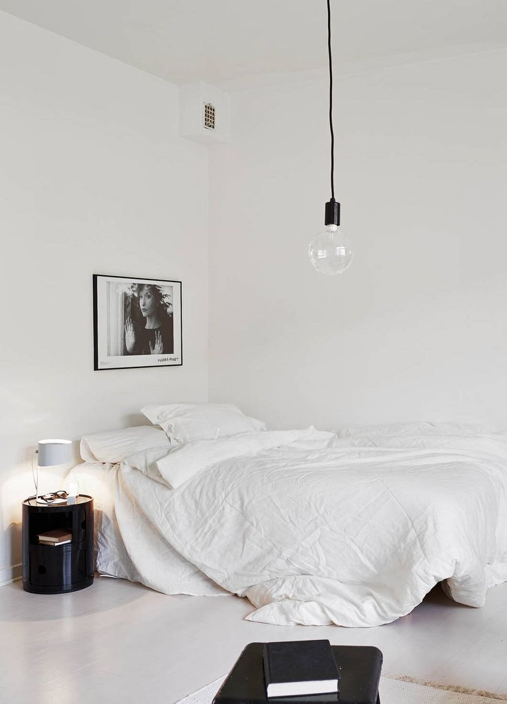 Kultstatus | A C C O U T E R M E N T | White with rough walls - via Coco Lapine Design