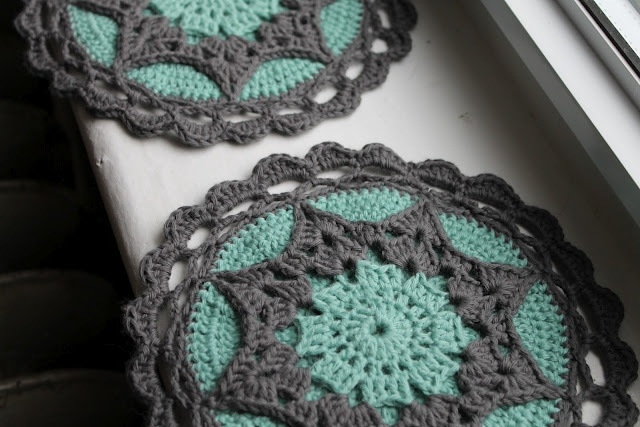 crocheted hot pads ~ http://www.ravelry.com/patterns/library/tried-to-look-pretty-potholder