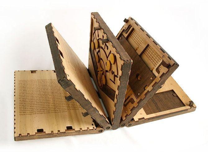 Let's be smart: Halaman buku ini tak akan terbuka jika kita tak bisa memecahkan teka-teki yang ada di atasnya,Dunia Buku,Ide Kreatif,Karya Seni,Jakarta