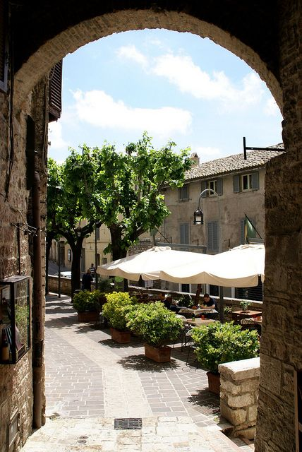 Piazzetta del Mercato in Assisi, province of Perugia, Umbria Italy #Live #travel