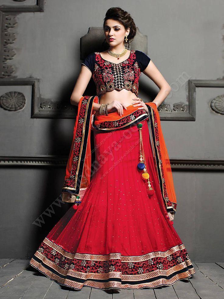Красная длинная юбка в пол   чёрная короткая блузка   оранжевая накидка