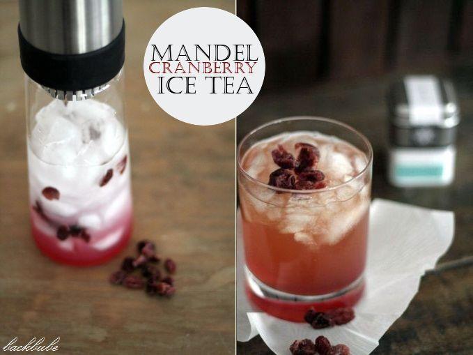 Mandel-Cranberry-Eistee  Zutaten:  6 cl Mandelsirup 4 cl Cranberrysirup 150 ml Eiswasser 3 Tl Scuba Garden von Samova (oder Grüntee mit Cranberry) Eiswürfel 1 EL getrocknete Cranberries