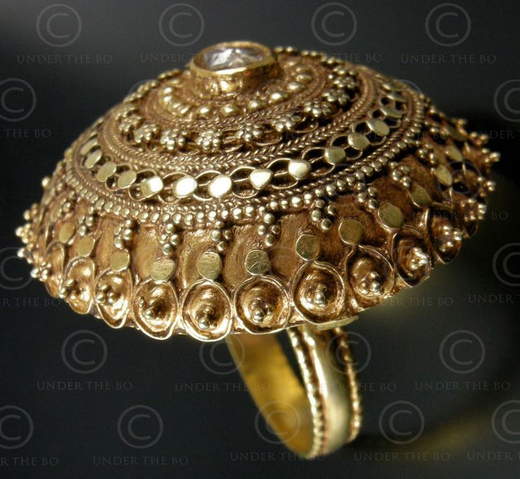 antique rahjasthan ring with cabochon diamond.