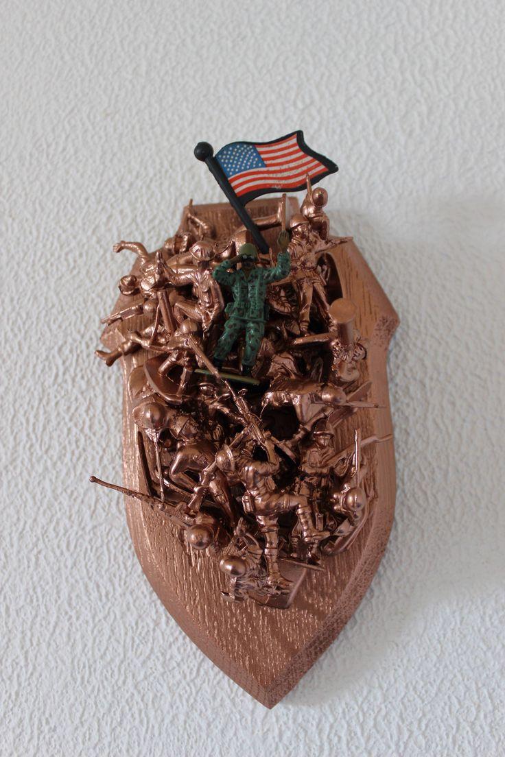 Le chouchou de ma boutique https://www.etsy.com/fr/listing/519842506/vintage-figurines-usa-wall-flag-soldiers