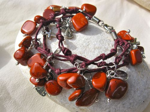 Red Jasper Angel charm bracelet - a gift for protection and strength: AN IDEAL PRESENT TO GIVE A FRIEND THAT PERHAPS NEEDS A LITTLE BIT OF HELP.   Jasper was a favourite gem in the ancient worlds of Persia, Assyria, and Greece. It has been the guardian gem stone for thousands of years. Jasper is believed to guard against evil spirits, and is believed to bring courage and relief from pain. Red Jasper was used to give energy and courage by Native American warriors who were preparing for…