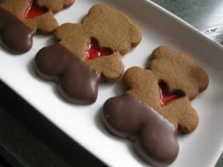 These would be so cute with sugar cookies for Valentine's Day. Or in the shape of a gingerbread man. Aw.