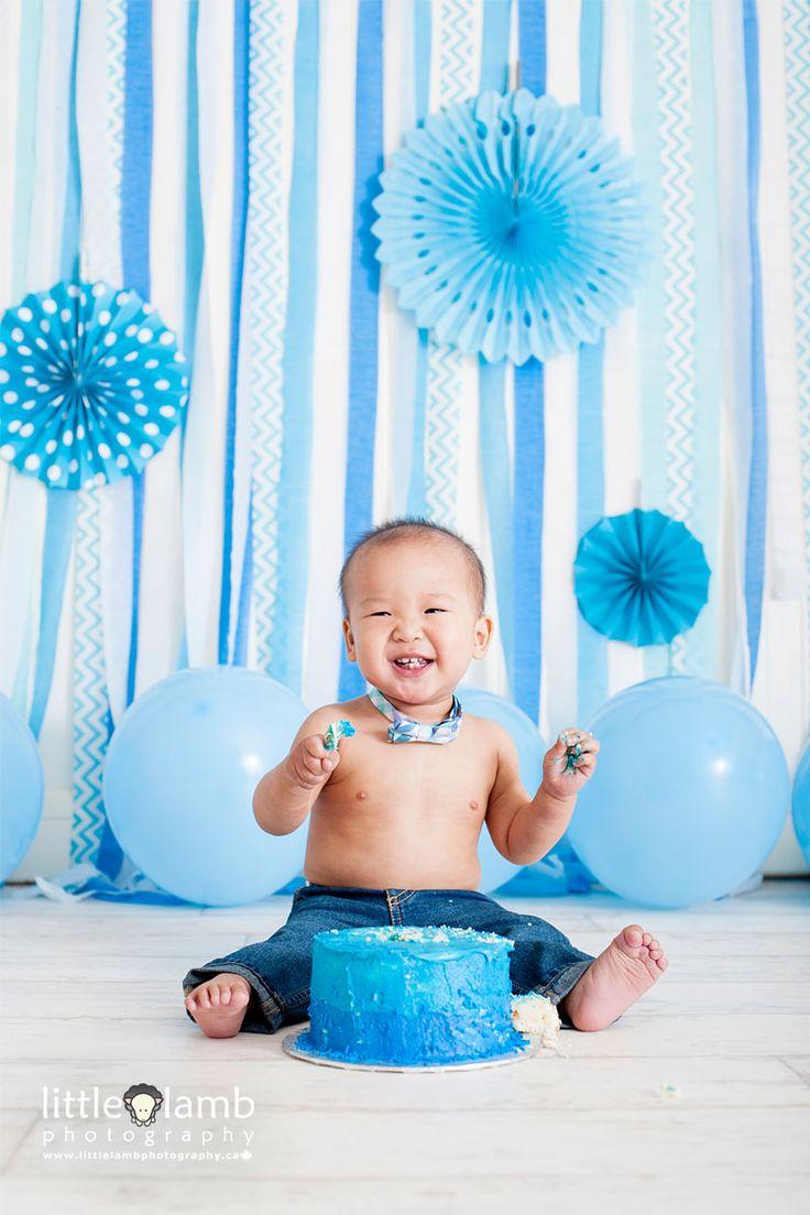 Blue and white baby cake smash photo session by Little Lamb Photography. #blue #white #cakesmash #smashthecake #baby