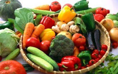 Vitamina B9: proprietà, a cosa serve e in quali alimenti si trova - La vitamina B9 ha molte proprietà: aiuta il cervello, contribuisce allo sviluppo del feto, favorisce la circolazione e la vista. E' contenuta nel fegato, nelle verdure a foglia verde, nei legumi e nel latte.