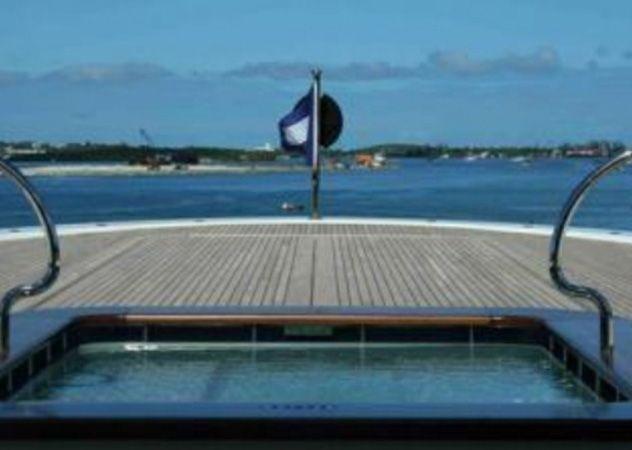 steven spielberg seven seas yacht | bordo nel mega yacht di Steven Spielberg, the Seven Seas | Lusso ...