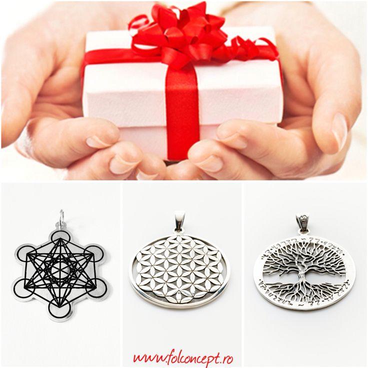 Cauti un cadou special?  http://folconcept.ro/categorie-produs/bijuterii-simboluri-sacre/ Bijuteriile FolConcept sunt create din inima in vibratia simbolurilor de valenta spirituala inalta.  Floarea Vietii, Arborele Vietii, Cubul lui Metatron, Yin&Yang, Hamsa sunt simboluri sacre cu forta magica si incarcatura energetica deosebita menita sa indrume la vise mari, realizari marete si la cat mai multe alegeri din inima.  http://folconcept.ro/magazin/pandantiv-floarea-vietii-model-3d-mare/