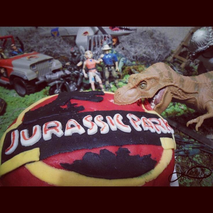 Jurassic park cake via lorsa party party food ideas pinterest jurassic park jurassic park - Jurassic park builder decorations ...