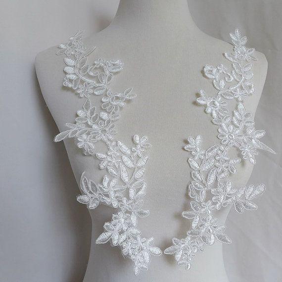 Paire dapplique dentelle en blanc pour mariée par FabricTrims