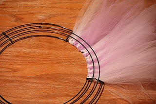 Sister-Dipity: Tulle and Ribbon Wreath Tutorial
