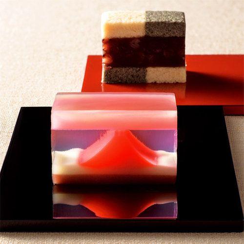 吉祥縁起の赤富士を見事に表現した羊羹を添えて。【高島屋限定】銘菓撰