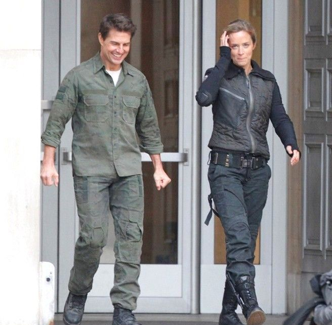 ALL YOU NEED IS KILL: Another (Official) Look At Tom Cruise & Emily Blunt (Plus Set Photos)