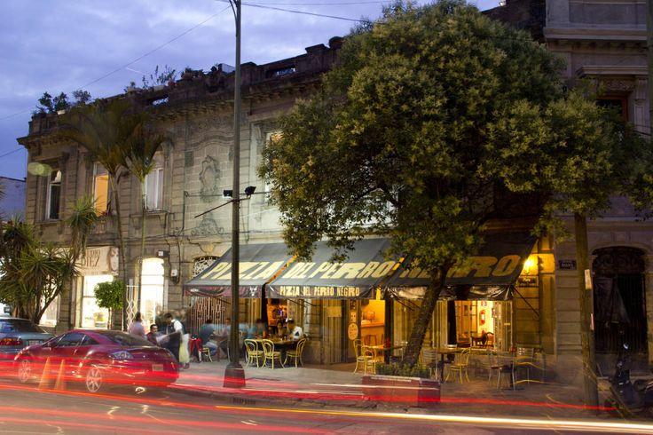 Encuentra las mejores ideas e inspiración para el hogar. Pizza del Perro Negro Roma por Metro arquitectos | homify