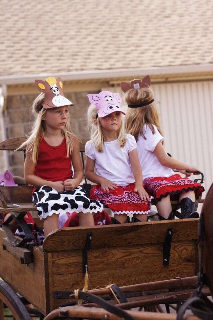 Love the hats for a cowboy/farm party