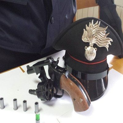 Isernia: cinque persone denunciate sotto sequestro armi e munizioni
