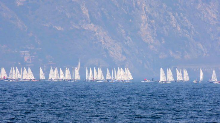 Trentatre'Trentini33人のトレント人: ガルダ湖にて