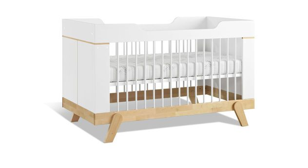 Praktisches Babybett mit höhenverstellbarem Lattenrost. | Betten.de #babybett #babyzimmer #schlafen #bett http://www.betten.de/lifetime-babybett-massive-birke-umbaubar-zum-juniorbett-monina.html