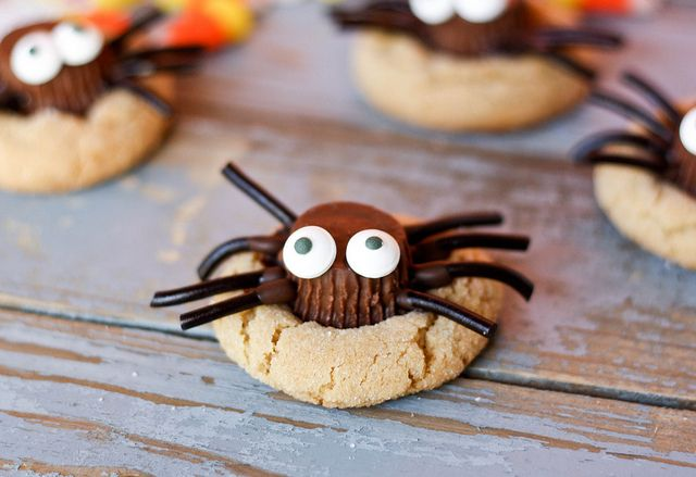 Spider peanut butter cookies cookies peanut butter halloween treats halloween