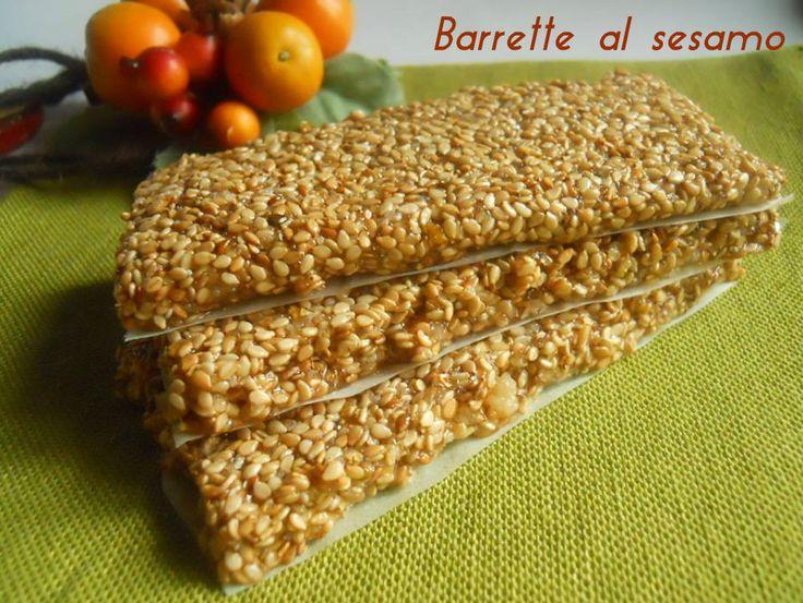 Cosa c'è di meglio di fare in casa delle gustose barrette snack? Allora pronti a realizzarle? Sono semplici, veloci e naturali: Barrette al sesamo!!!!!!