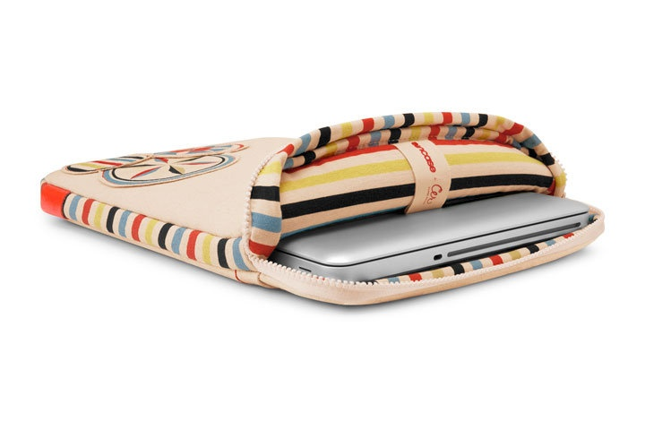 InCase and Clare Rojas laptop sleeve: Roja Laptops, Roja Canvas, Laptops Bags, Inca Relea, Clare Roja, Laptops Accessories, Artists Clare, Laptops Sleeve, Canvas Sleeve