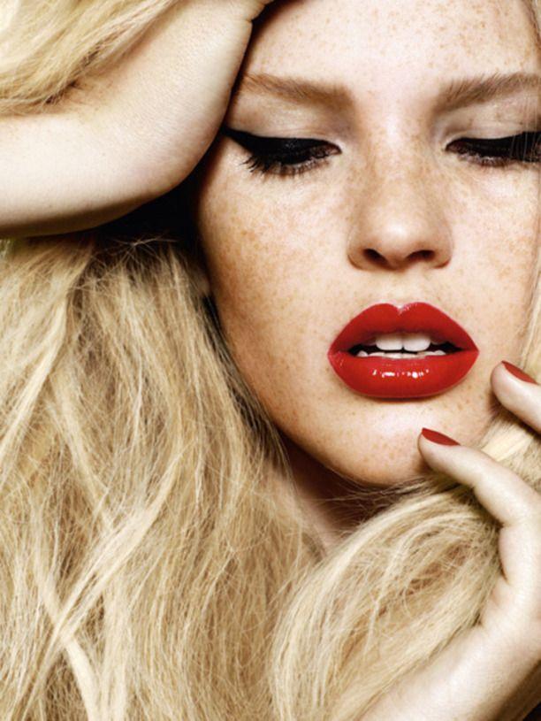 2015 makyaj trendi : Kırmızı Dudaklar Ve Kedi Gözler