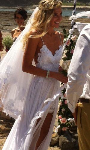 Que vestido de noiva mais charmoso! Perfeito para noivinhas românticas! Amamos!