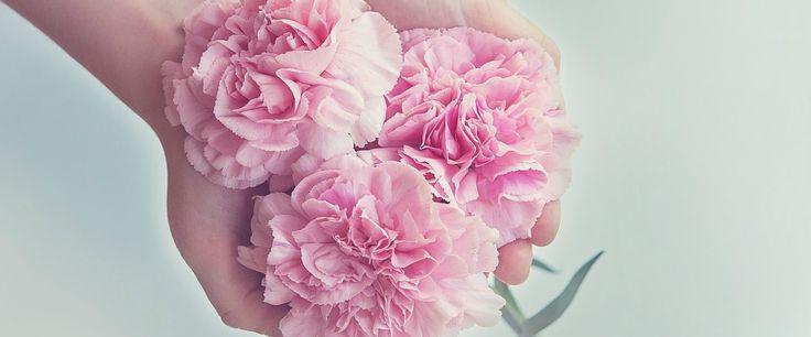 De beaux bouquets avec les fleurs d'été