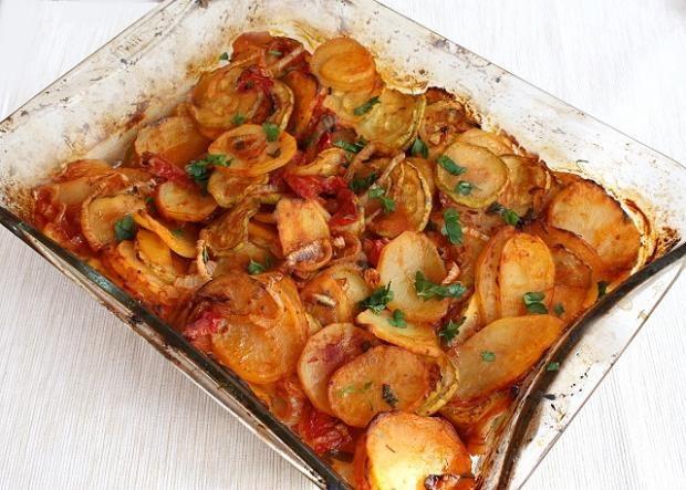 Pečená cukina so zemiakmi a zeleninou - Recepty Naničmama.sk