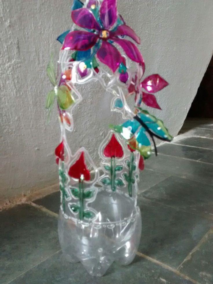 Artesanato feito em garrafa pet. Art Pet.