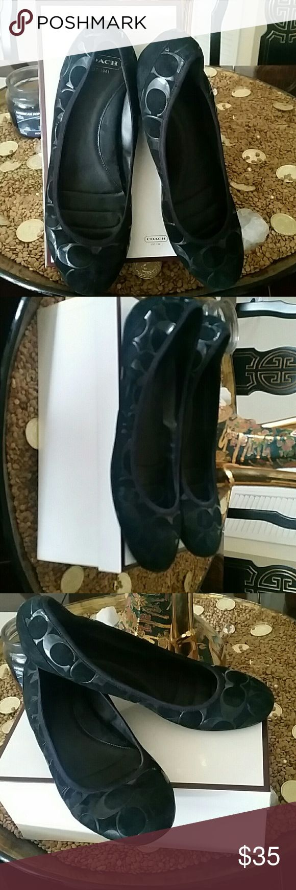 Aithentic COACH BALLERINA FLATS SHOES 8 COACH BALLERINA FLATS SHOES BLACK PATENT AND SUEDE. LOGO SIGNATURE. EXCELLENT CONDITION. INCLUDES COACH BOX AND FREE GIFT !!!!  SIZE 8 COACH Shoes Flats & Loafers