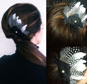 handmade comb with black & white feathers and lace flower