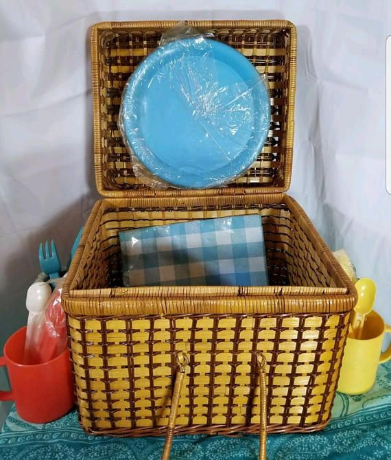 Large Wicker Picnic Basket 12X12X10 with Plastic Flatware