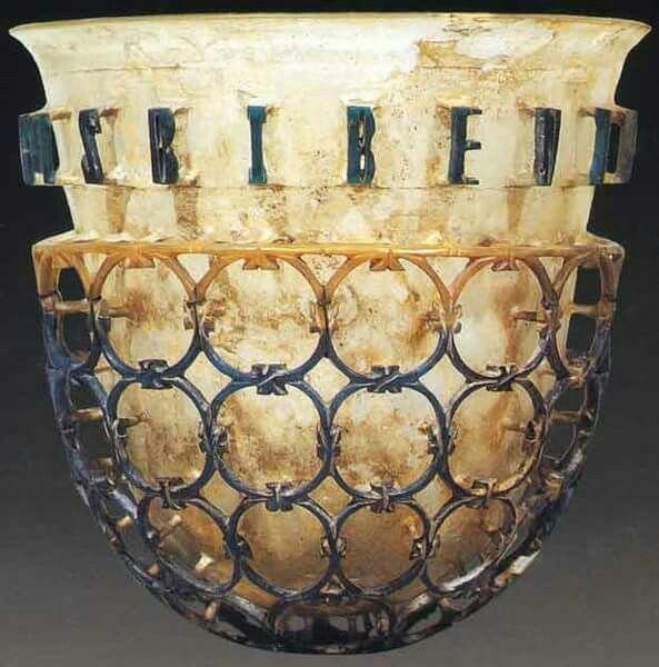 Coppa diatreta. IV sec d.C. Museo Archeologico Milano