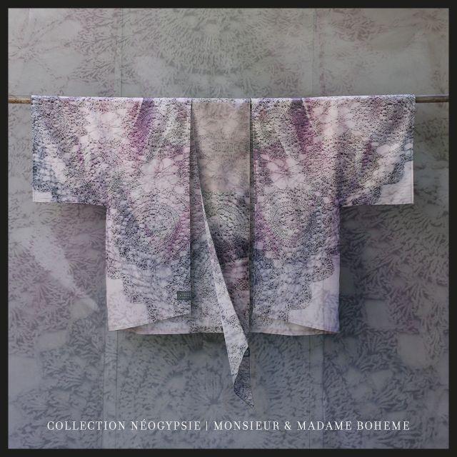 Kimono Boheme avec longue ceinture en soie Monsieur & Madame Bohème, modèle Mélie Hommage Nomade chic sensuel à porter à même la peau, hiver comme été, dedans comme dehors, ceinturé ou ouvert... L'indispensable Kim du Boho Dressing fait parti de la Collection Néo-Gypsie