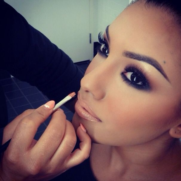 Cool smokey lid, warmth in the crease, neutral highlight, full brows, lashes galore, and warm peach nude lips = yes, please!