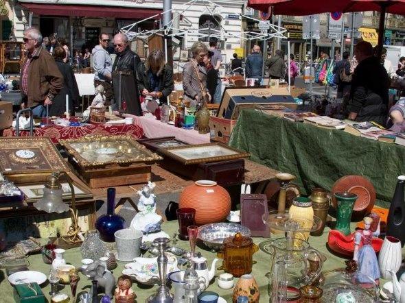 https://i.pinimg.com/736x/ca/e1/db/cae1db84767a41de3918c0431b5cffca--antique-shops-flea-markets.jpg