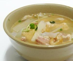 「沖縄の豚汁、イナムドゥチ (イナムルチ)」沖縄の豚汁、イナムドゥチです。いなむるちみそがない場合は白みそを使い、みりんで調整してもよいと思います。【楽天レシピ】