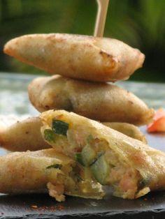 Samoussas au saumon et courgette au curry/ Une nouvelle version de samoussas à savourer à l'apéritif ou en entrée avec une salade! Vos convives vont se régaler! Patio'nnement cuisine