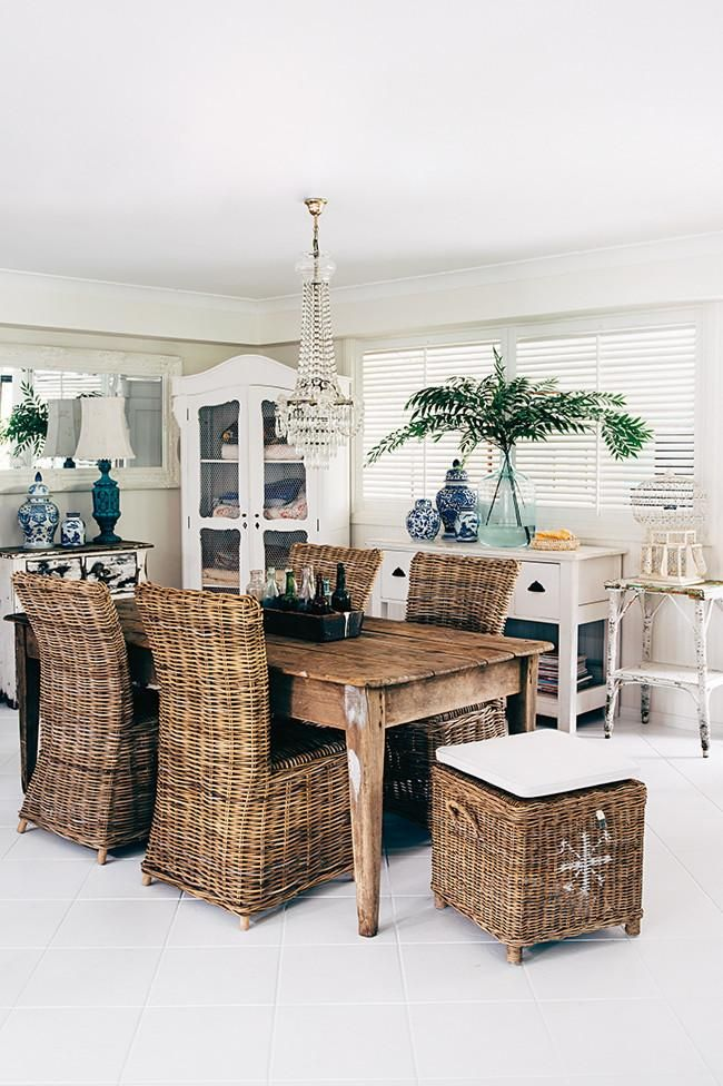 Una hermosa casa de estilo rústico chic con muebles y objetos recuperados
