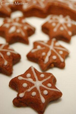 Mes premiers petits biscuits de noël: choco-cannelle - Recette Ptitchef
