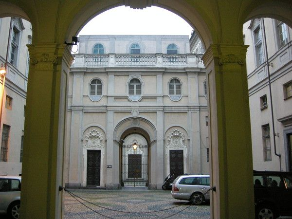 (1729) Palazzo Cavour - La cour d'honneur
