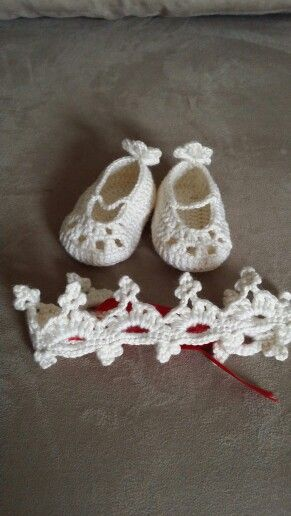 New born baby crown and shoes