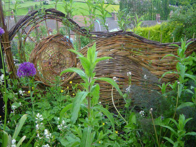 Die besten 25 flechtzaun ideen auf pinterest gartnern for Decoration pour jardin exterieur 1 vannerie exterieure haie vivante en osier tresse abri