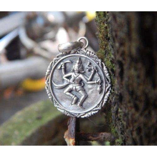 Liontin perak bali  Dimensi: 37x24x5mm  Bahan: Perak 925  Cocok digunakan sehari hari, Liontin perak asli buatan pengrajin dari Bali.  Atau juga bisa untuk dijadikan sebagai hadiah.