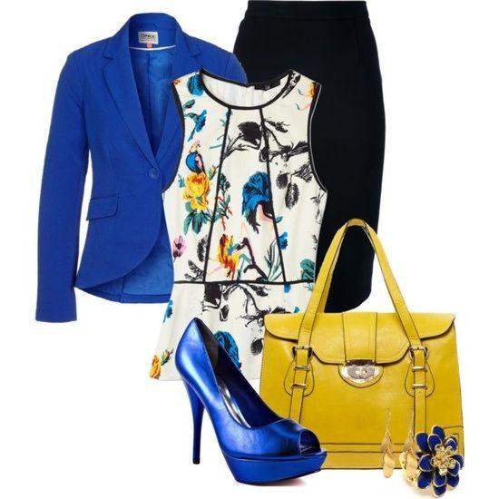 Cómo combinar con éxito una chaqueta y zapatos azul electrico. Con falda estrecha, blusa de flores clara y bolso en amarillo para romper un poco la tonalidad.