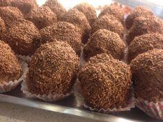 Le teste di moro, un dolce tipico napoletano, tutto al sapore di cioccolato.